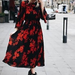 H&M Stunning Black & Red Floral Pleated Midi Dress
